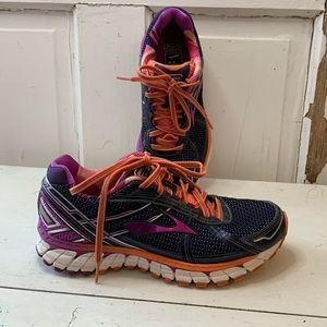 Brooks GTS athletic shoes Size 7.5